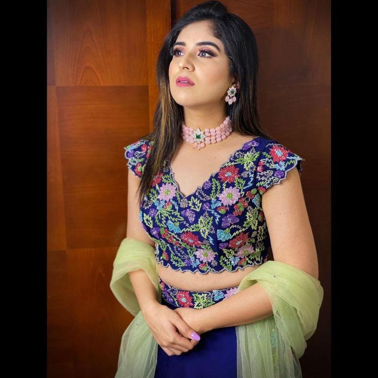 Aparna Thomas Wiki, Biography, and beautiful Photos 114