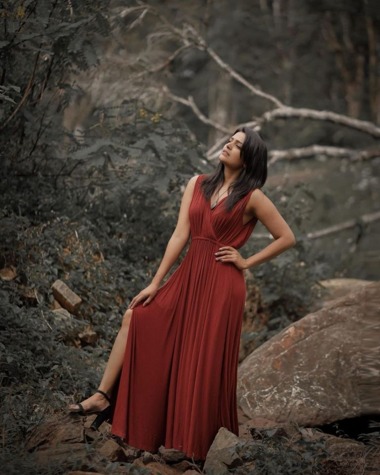 Divya Pillai Wiki, Age, Bio, Movies, Husband, and beautiful Photos 127