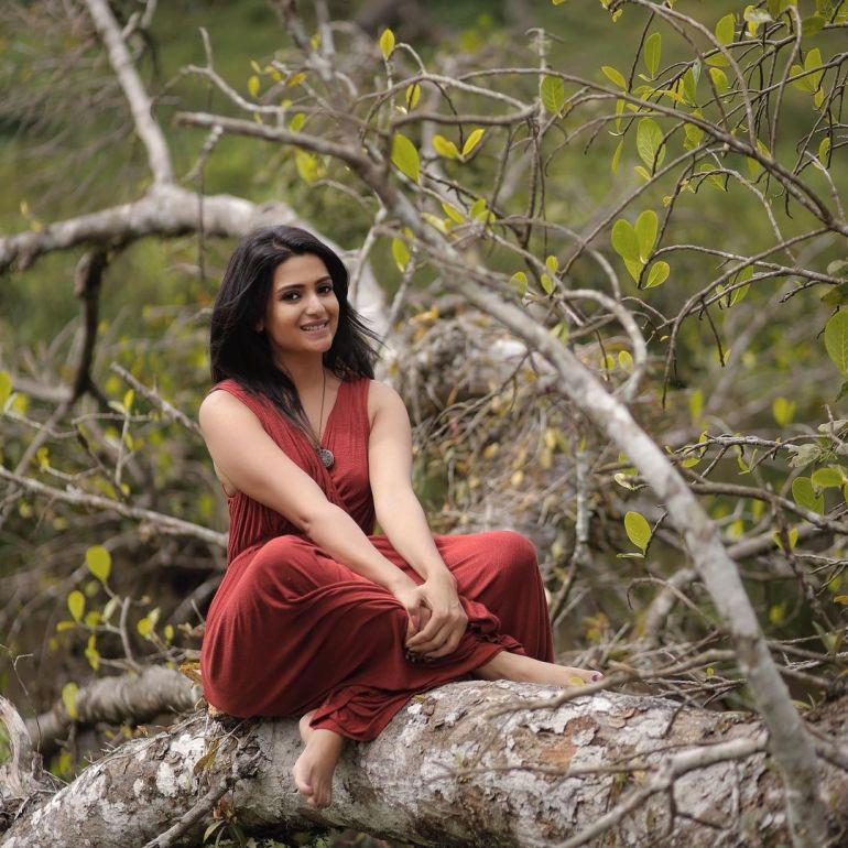 Divya Pillai Wiki, Age, Bio, Movies, Husband, and beautiful Photos 129