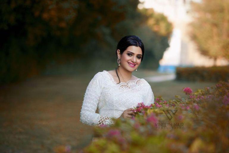 Divya Pillai Wiki, Age, Bio, Movies, Husband, and beautiful Photos 113