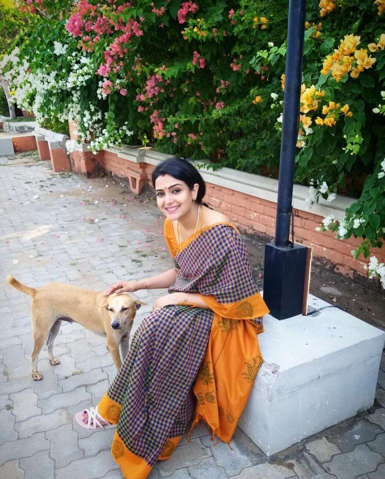 Divya Pillai Wiki, Age, Bio, Movies, Husband, and beautiful Photos 114