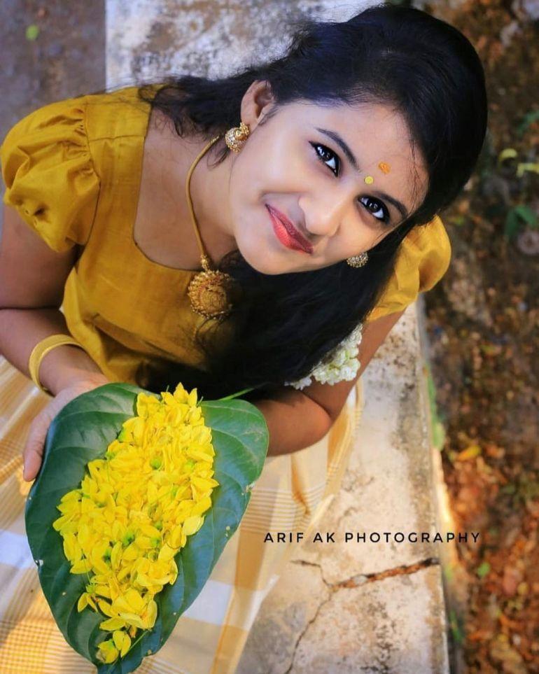 Hima Sumith Wiki/Biography, Age, Husband, TV Shows, and Beautiful Photos 108