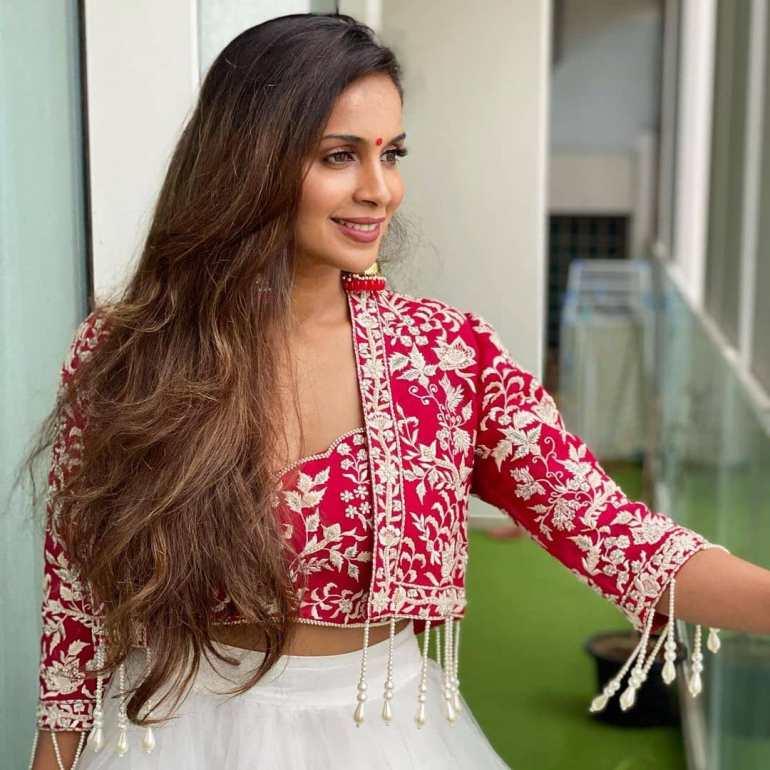 Samyuktha Karthik Wiki, Age, Bio, Movies, Husband, and Beautiful Photos 117