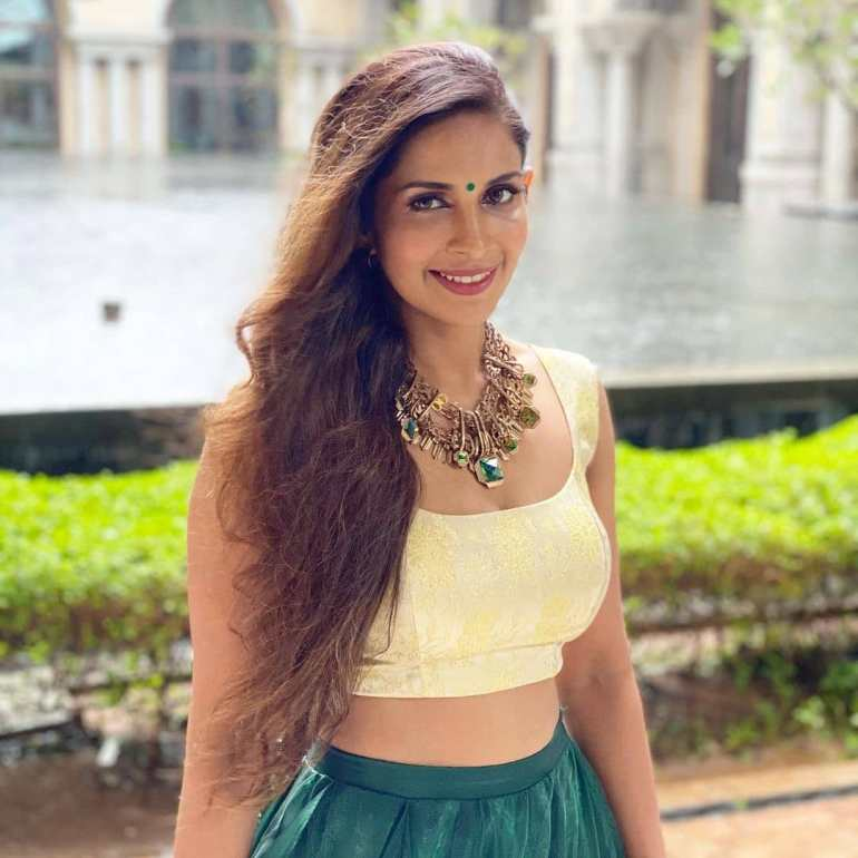 Samyuktha Karthik Wiki, Age, Bio, Movies, Husband, and Beautiful Photos 118