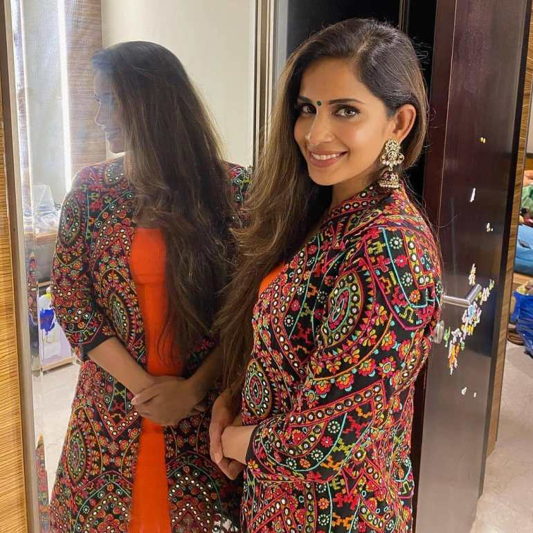 Samyuktha Karthik Wiki, Age, Bio, Movies, Husband, and Beautiful Photos 119