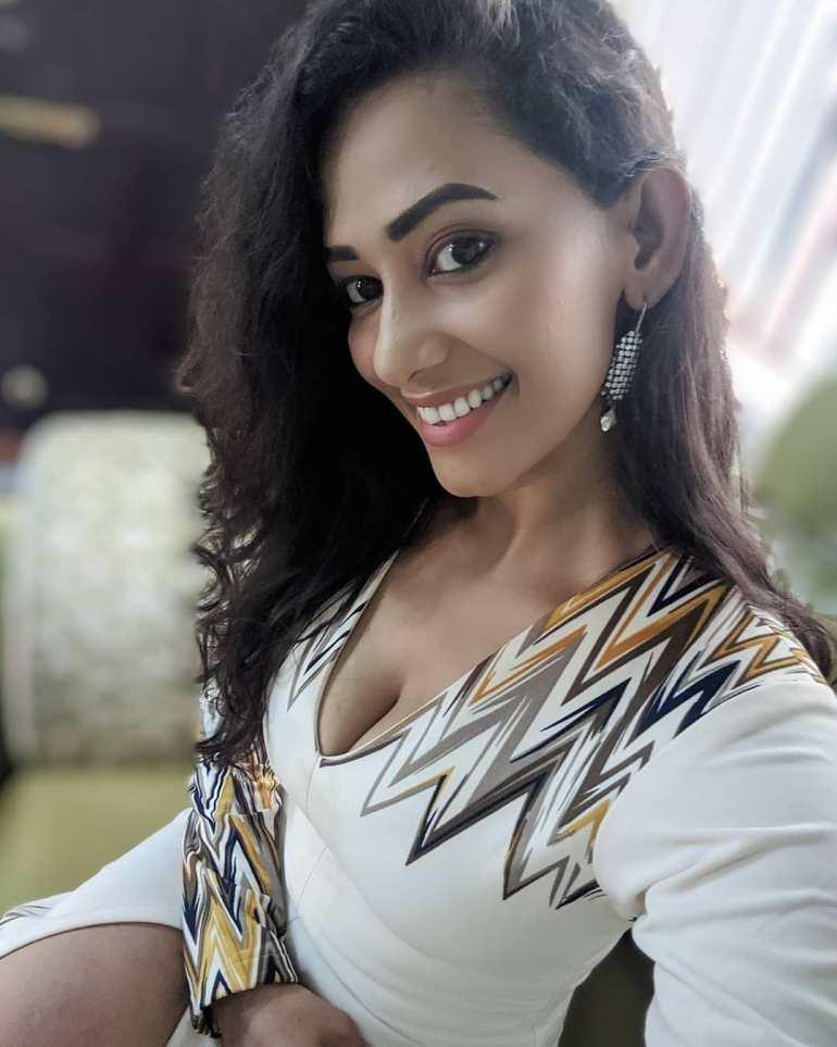 Sanjana Singh Wiki, Age, Biography, Movies, and Beautiful Photos 101