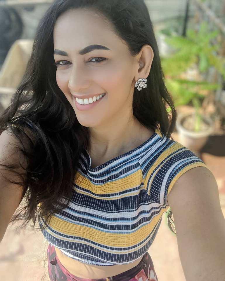 Sanjana Singh Wiki, Age, Biography, Movies, and Beautiful Photos 104