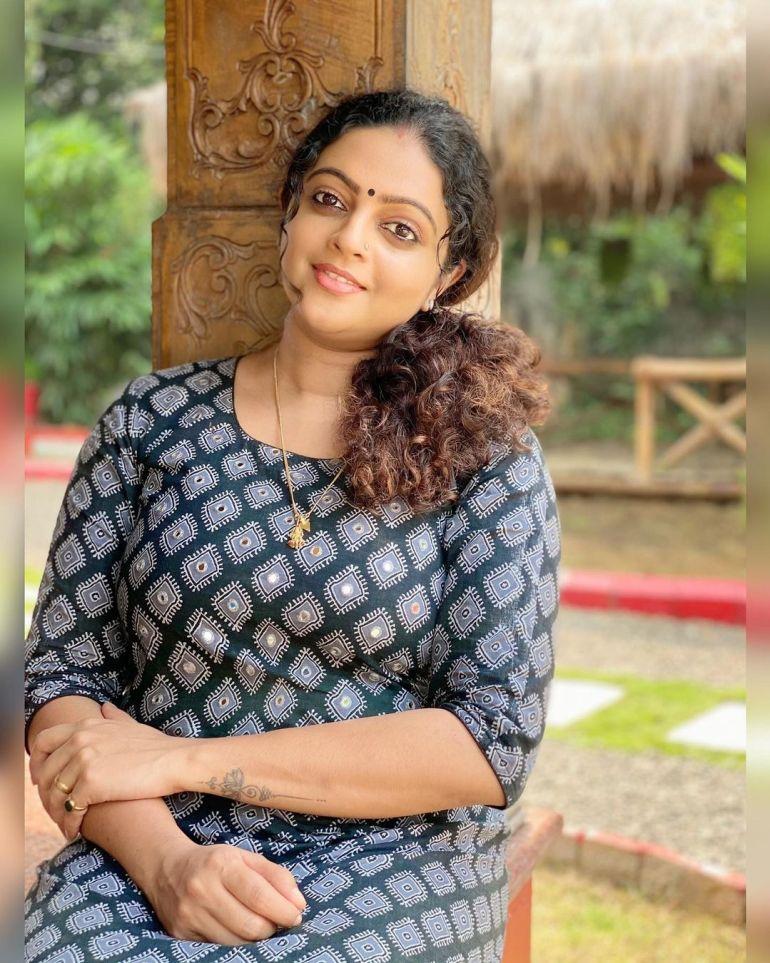 Aswathy Sreekanth Wiki, Age, Biography, Movies, Serial, and Beautiful Photos 115