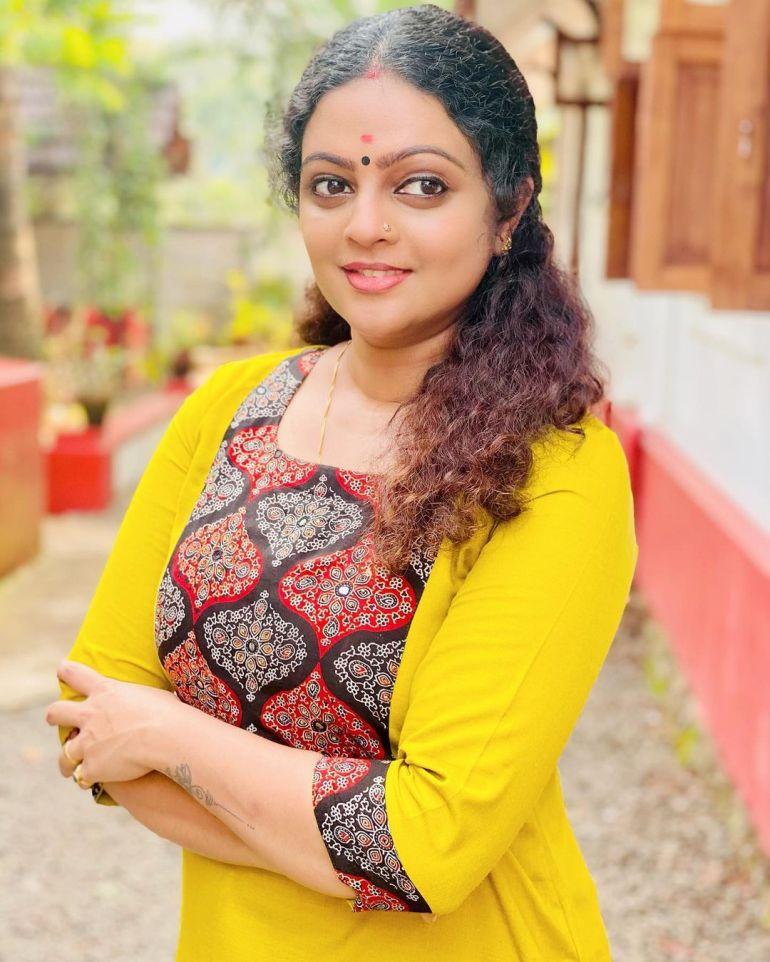 Aswathy Sreekanth Wiki, Age, Biography, Movies, Serial, and Beautiful Photos 116