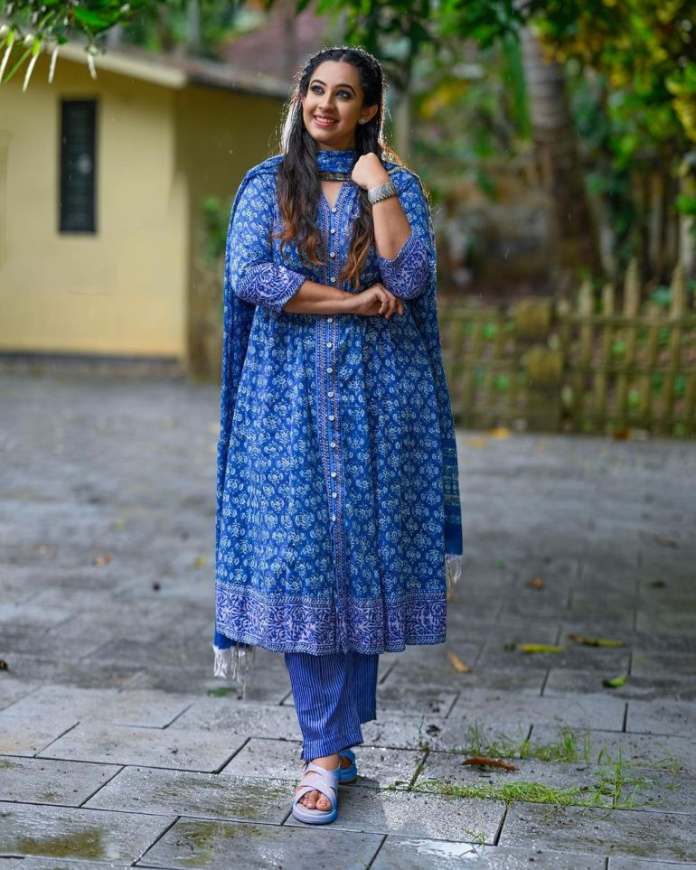 Sowbhagya Venkitesh Wiki, Age, Biography, Movies, web series, and Gorgeous Photos 119