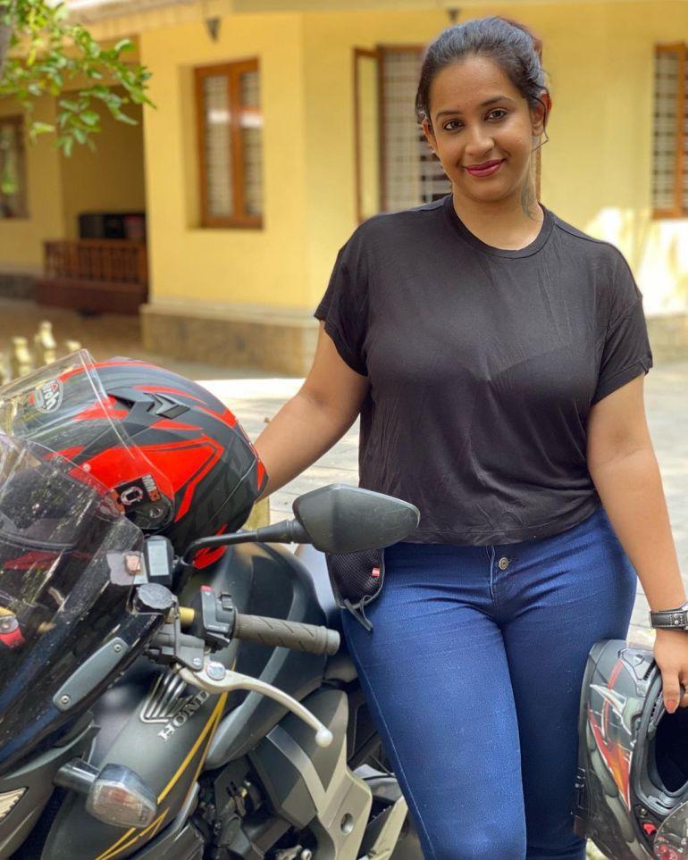 Sowbhagya Venkitesh Wiki, Age, Biography, Movies, web series, and Gorgeous Photos 116