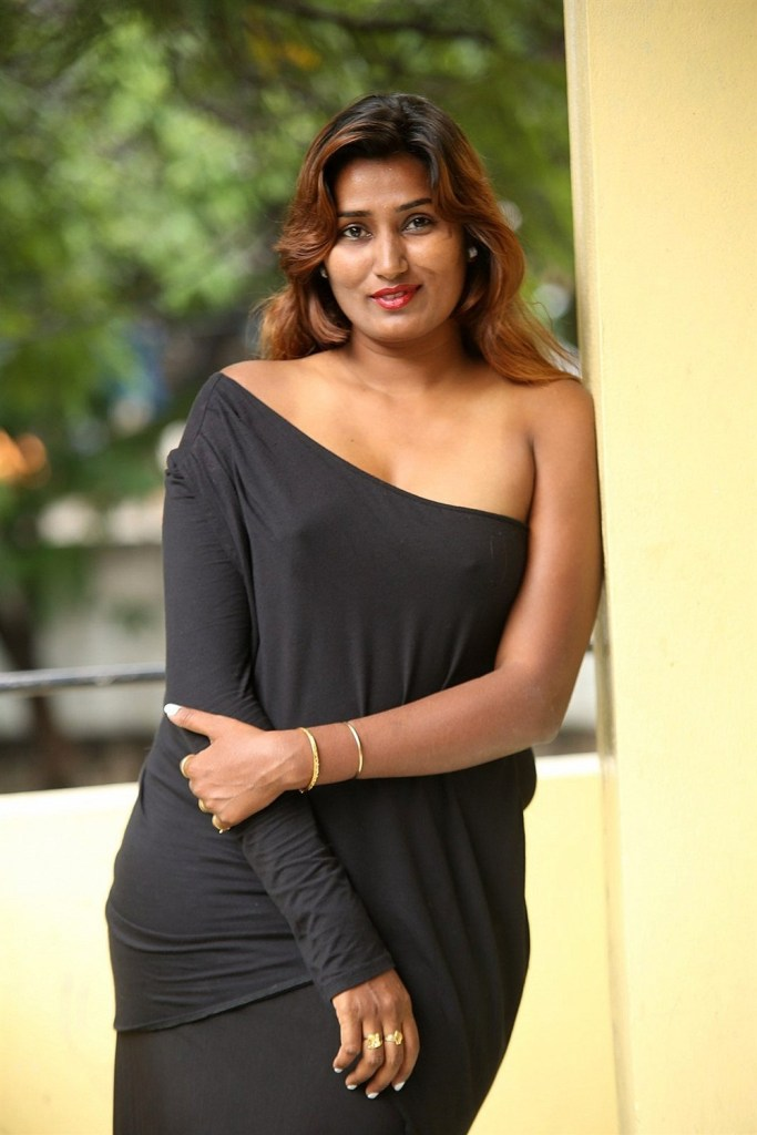 Check out this Popular South Indian B-Grade Glamorous Actresses 157