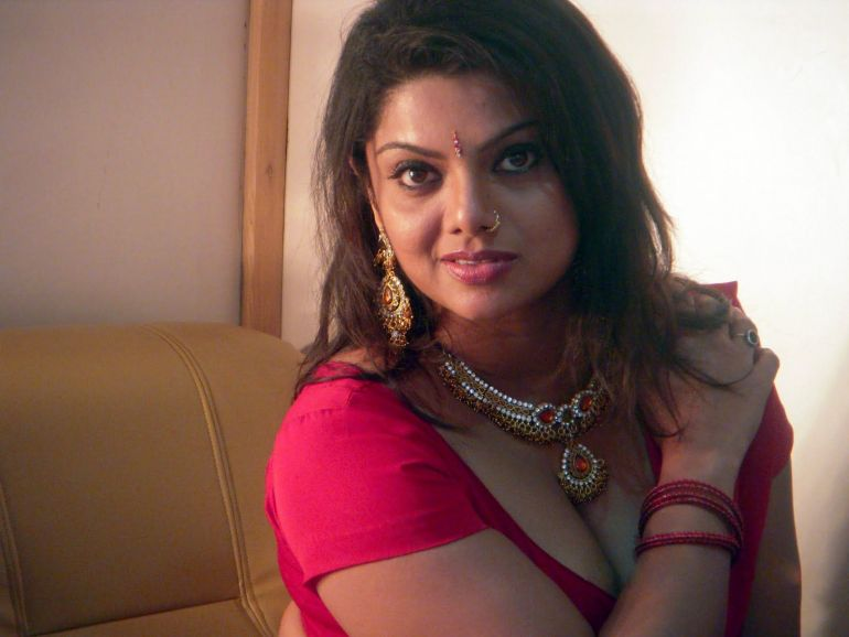 Check out this Popular South Indian B-Grade Glamorous Actresses 135