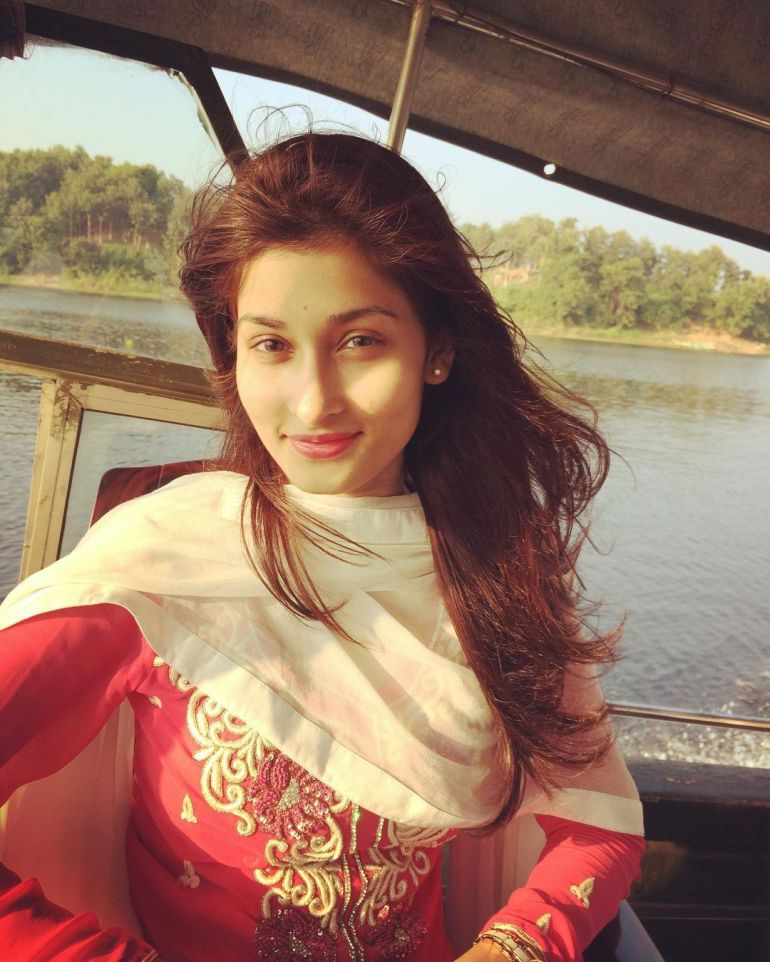 Umme Ahmed Shishir Gorgeous Photos, Wiki, Age, Biography, and Movies 111