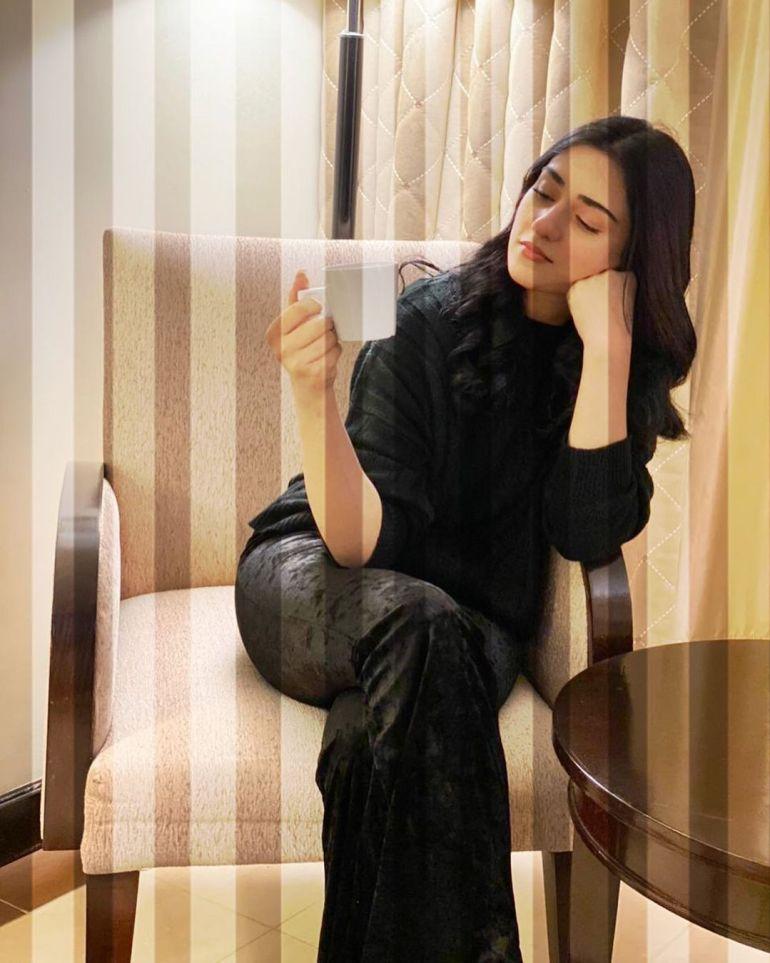 Sarah Khan (Pakistani Actress) Wiki, Age, Biography, Movies, and 21+ Gorgeous Photos 115