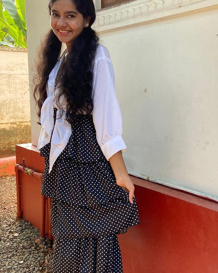 Lakshmi Unnikrishnan (Chakkapazham fame) Wiki, Age, Biography, Movies, and Beautiful Photos 127