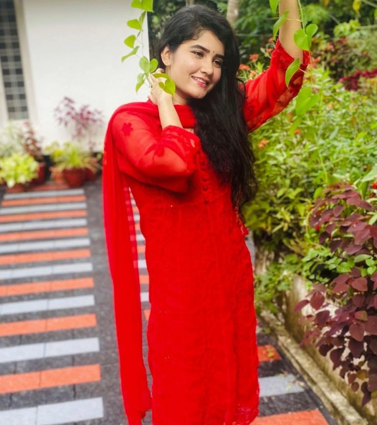 Aiswarya Unni Wiki, Age, Biography, Movies and Beautiful Photos 114