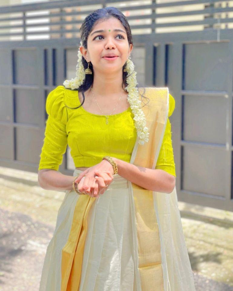 Amala Shaji Wiki, Age, Biography, Net worth, and Beautiful Photos 117