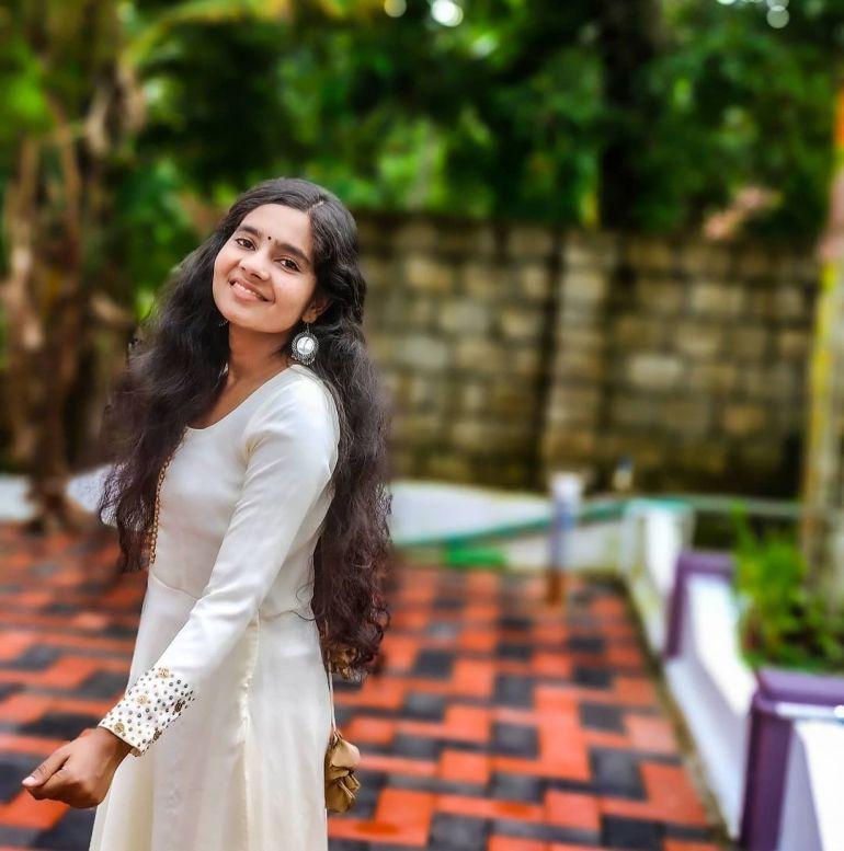 Lakshmi Unnikrishnan (Chakkapazham fame) Wiki, Age, Biography, Movies, and 33+ Beautiful Photos 118