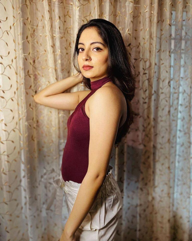 Ishaani Krishna Wiki, Age, Biography, Movies, and 18 + Beautiful Photos 111