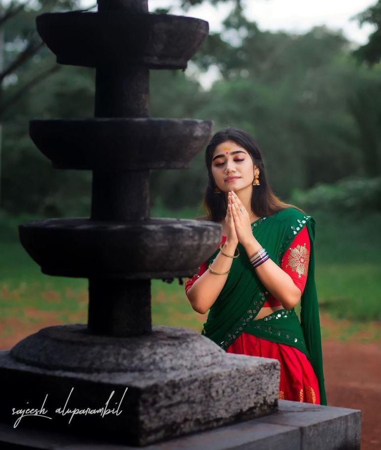 Jasnya Jayadeesh Wiki, Age, Biography, Net worth, and 18 + Beautiful Photos 107
