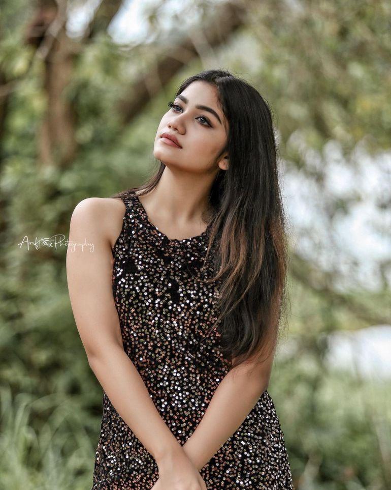 Jasnya Jayadeesh Wiki, Age, Biography, Net worth, and 18 + Beautiful Photos 108