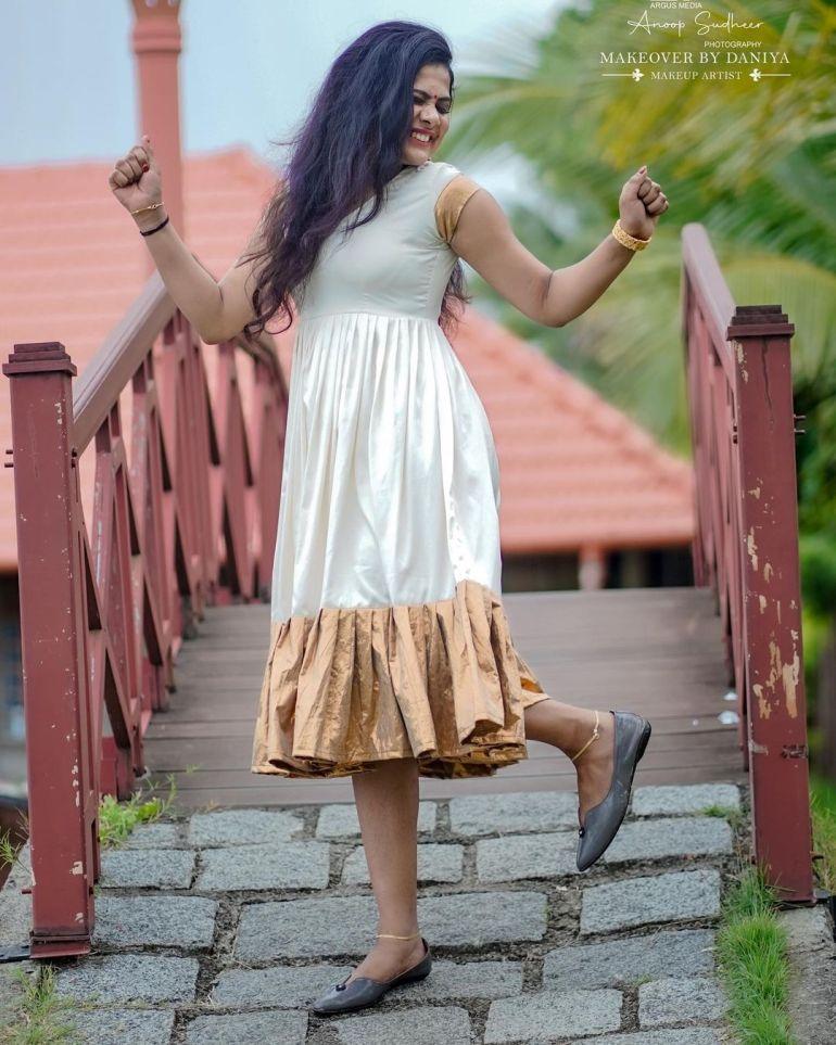 Nayana Variyath Wiki, Age, Biography, Net worth, and 18 + Beautiful Photos 111