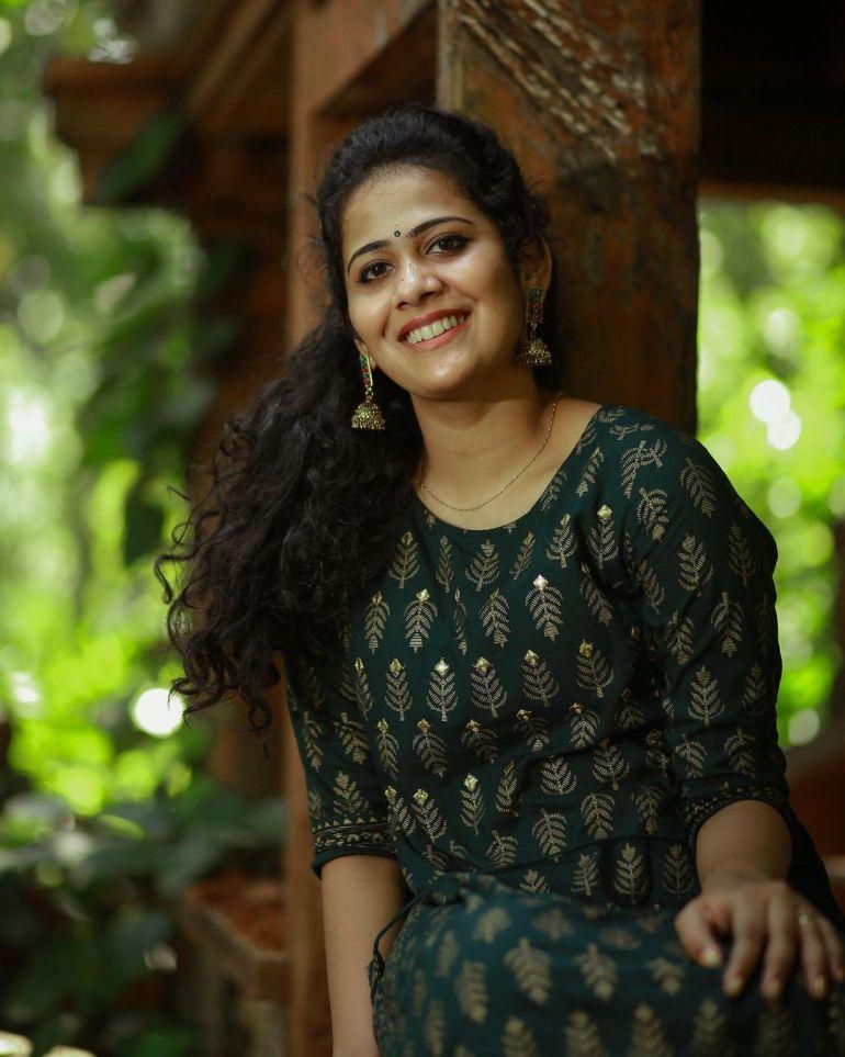 Nayana Variyath Wiki, Age, Biography, Net worth, and 18 + Beautiful Photos 115