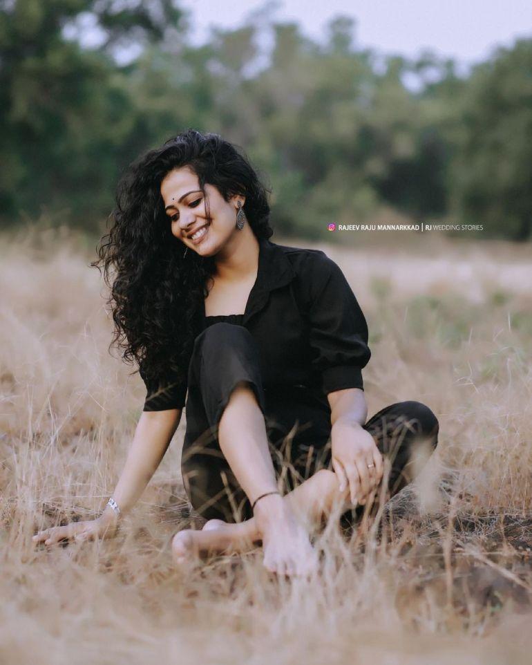 Nayana Variyath Wiki, Age, Biography, Net worth, and 18 + Beautiful Photos 104
