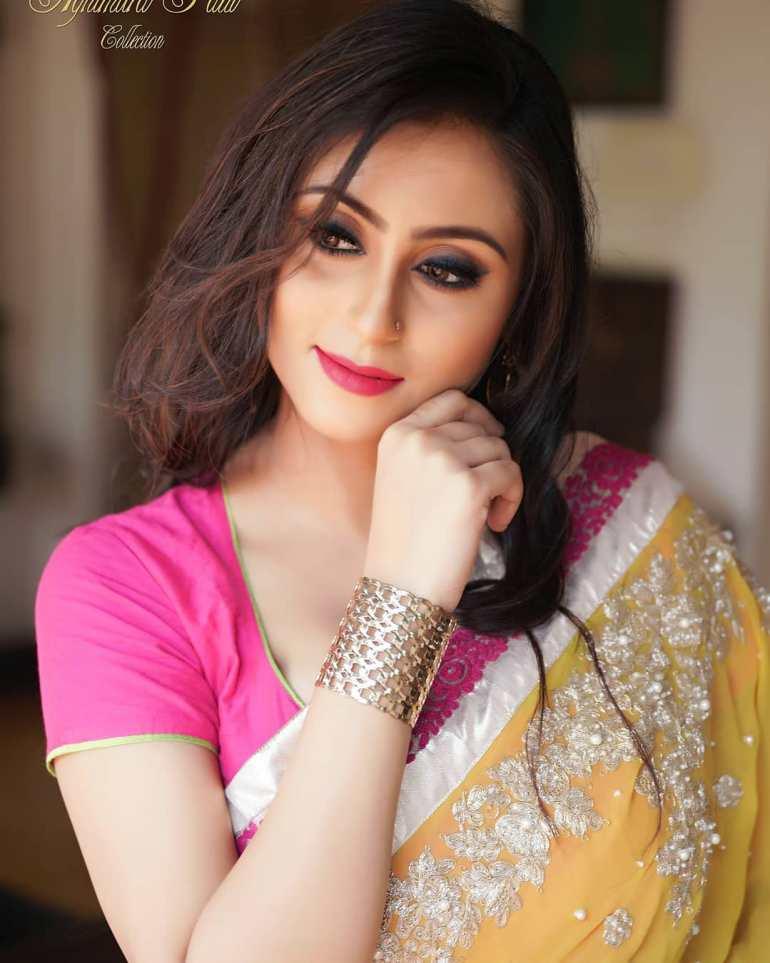 Bengali Model Priya Chakraborty Wiki, Age, Biography, Movies, and 36+ Beautiful Photos 109