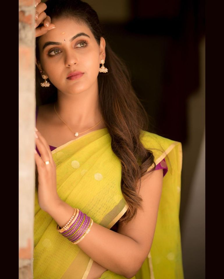 Chaitra Reddy Wiki, Age, Biography, Movies, and 24+ Beautiful Photos 121