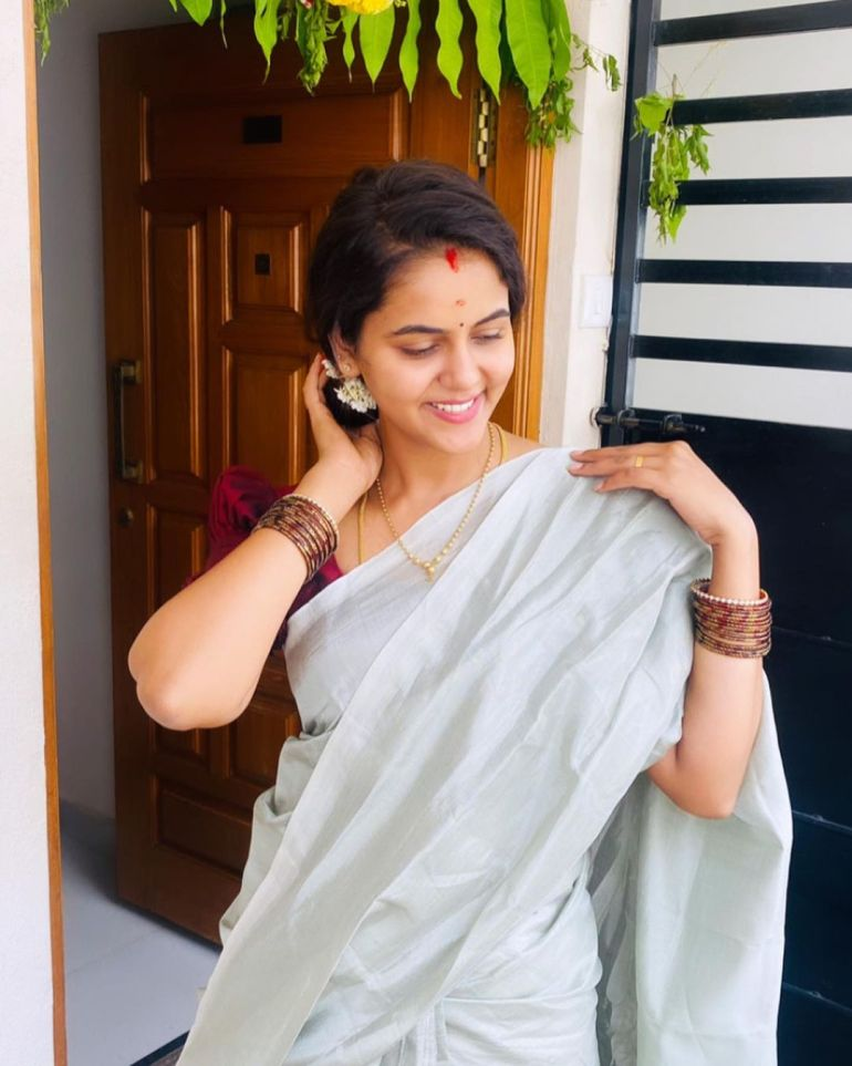 Chaitra Reddy Wiki, Age, Biography, Movies, and 24+ Beautiful Photos 110