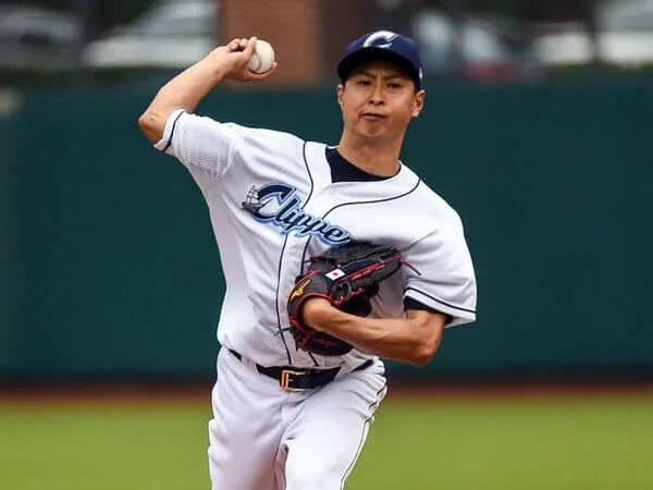 "'º""c""§/Toru Murata (Clippers), JUNE 12, 2015 -3A : Columbus Clippers pitcher Toru Murata (17) pitches during a regular season game between the Columbus Clippers and the Syracuse Chiefs at Huntington Park in Columbus, United States. (Photo by ZUMA Press/AFLO)"