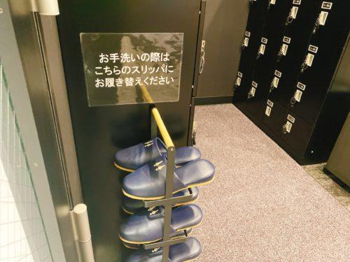ゴリラクリニック札幌院の下駄箱にあるトイレ用のスリッパ