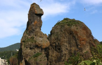 ウトロ・ゴジラ岩
