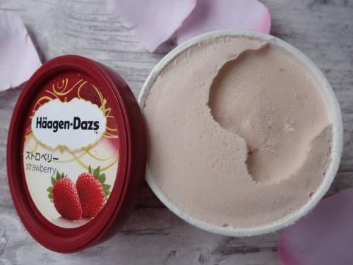 ハーゲンダッツのストロベリー味のアイスクリーム