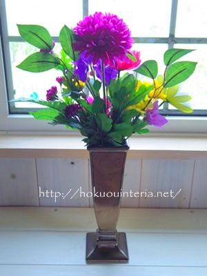 ダイソーで買った仏花をお墓に供える