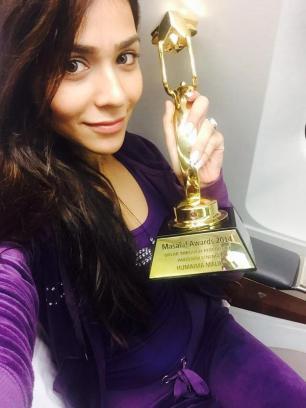 Humaima Malick clicks a selfie with her award