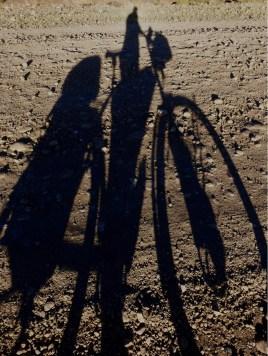Mit langen Schatten...