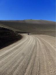 Auf gerade mal 2'000 m fehlt kurz vor der Passhöhe jede Vegetation.