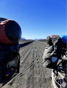 In vulkanischem Sand umrundeten wir den Vulkan Antuco.