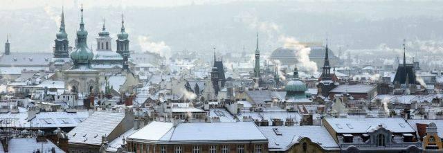 ciudad de praga nevada