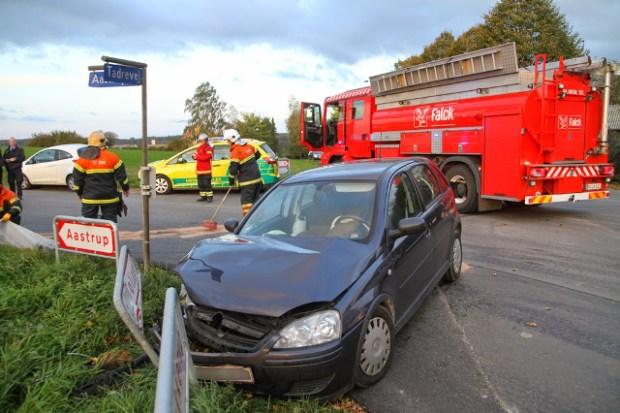 To biler ramte mandag hinanden i krydset  Tadrevej/Soderup Kirkevej. Foto: Morten Sundgaard - Skadestedsfotograf.dk.