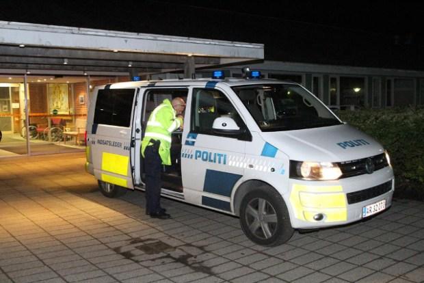 Politiet har hele natten søgt efter en dement kvinde. Foto: Morten Sundgaard - Skadestedsfotograf.dk