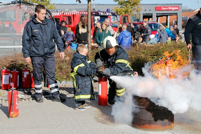 2ca4bb0d Se billeder og video: Blå blink og røde brandbiler til 1-1-2 Dag i ...