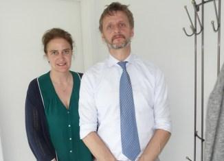 Sygeplejerske Charlotte Pedersen og læge Henrik Jepsen. Foto: Jesper von Staffeldt.