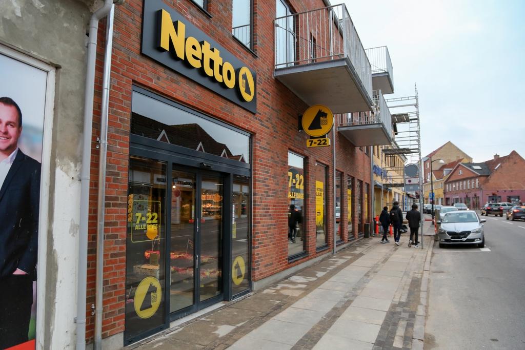 Butikstyv havde kniv og hash med i Netto