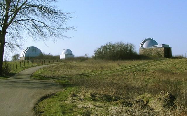 Brorfelde Observatorium er en af de seværdigheder, som den nye turistchef kan bruge til at få turisterne til Holbæk. Foto: Mogens Engelund (CC BY-SA 3.0)