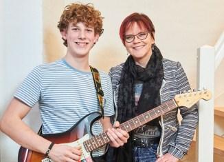 """Mathis Vincent Davidsen og Lotte Riisholt vandt talentprisen """"Mig og Min Mentor"""". Foto: Aller Media."""