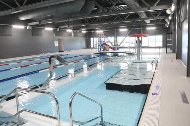 Afskalninger på gulvet ved familiebassinet har lukket svømmecentret i Holbæk Sportsby. Arkivfoto: Rolf Larsen.